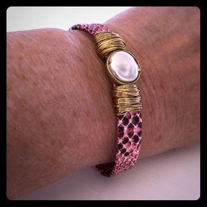 Beautiful NWT Rose Python Magnetic Bracelet!💐